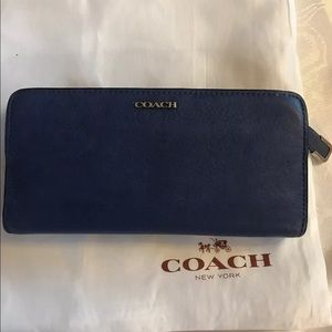Coach pebbled leather skinny wallet in cornflower
